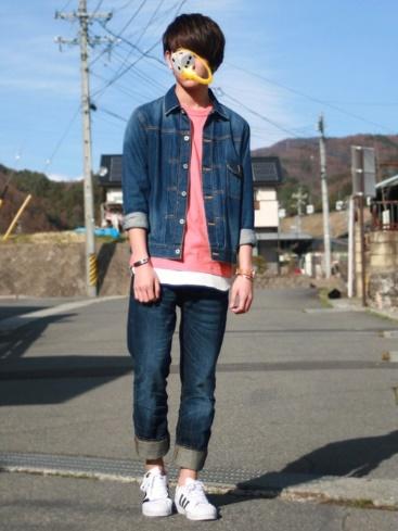 ピンクTシャツ×デニムonデニム