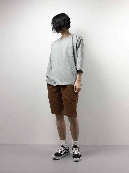 グレーTシャツ×ショーツ