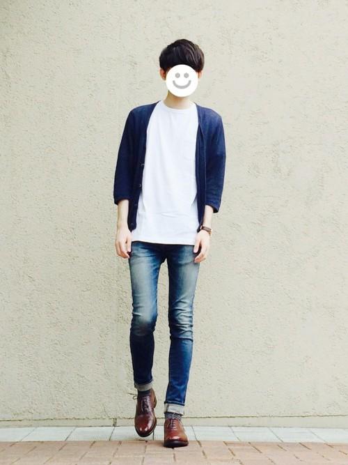 ネイビーカーディガン×白Tシャツ×デニム