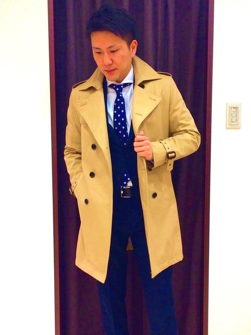 トレンチコート×ネイビースーツ