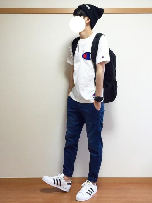 白Tシャツ×ジョガーパンツ