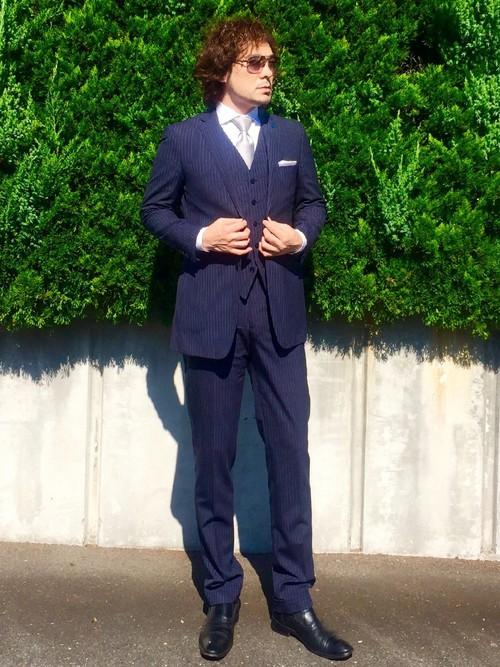 ネイビースーツ×白シャツ×シルバーネクタイ