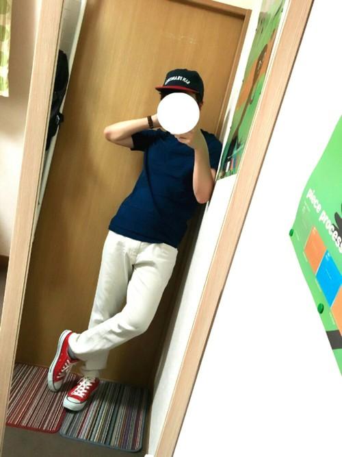 ネイビーカットソー×白パンツ