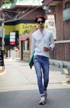 白スキッパーシャツ×デニム