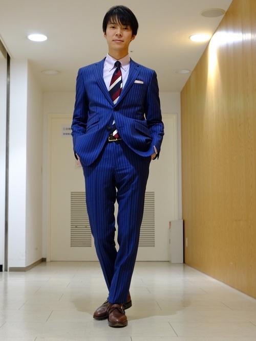 ネイビースーツ×白シャツ×ブラウン革靴