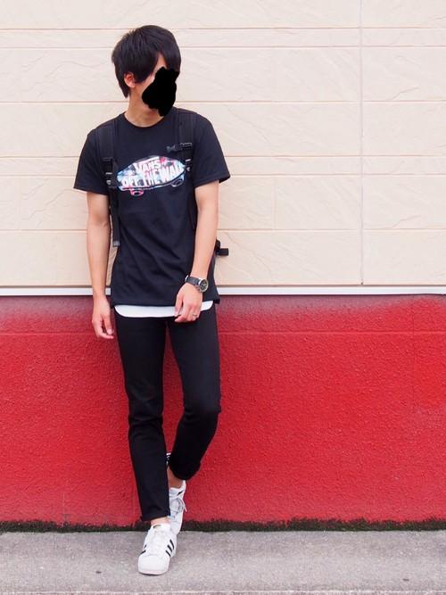 黒Tシャツ×白Tシャツ×9分丈パンツ