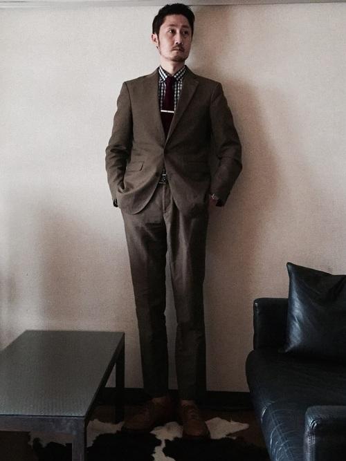 ブラウンスーツ×チェックシャツ