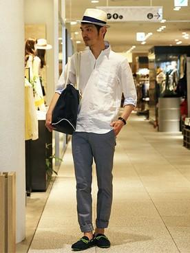 白スキッパーシャツ×グレースラックス