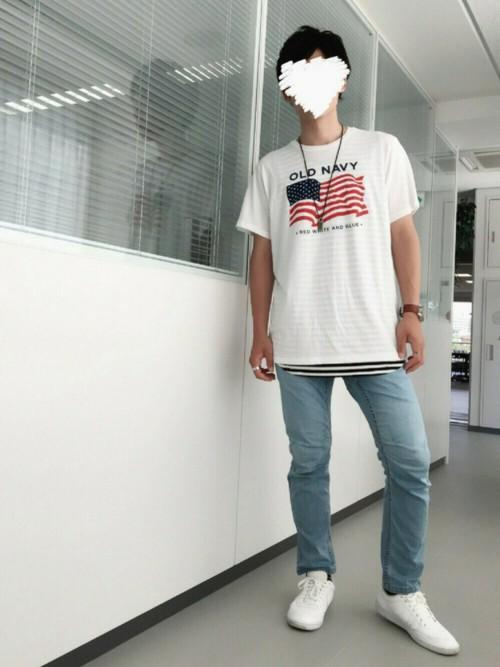 白プリントTシャツ×ボーダー×デニム