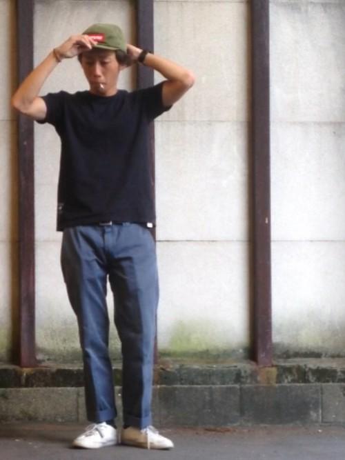 黒Tシャツ×ワークパンツ