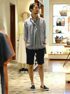ブルースキッパーシャツ×黒ショーツ