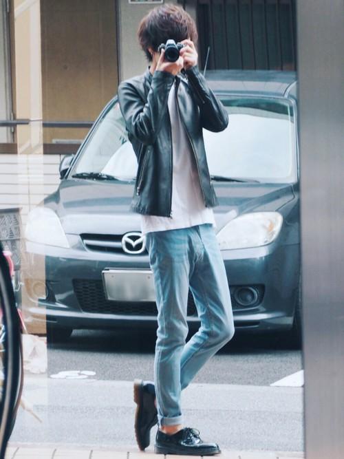 ライダースジャケット×白Tシャツ×デニム