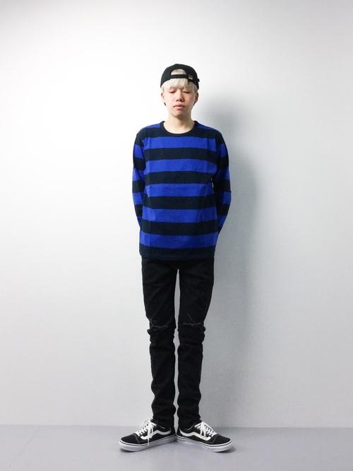 ボーダーTシャツ×黒パンツ