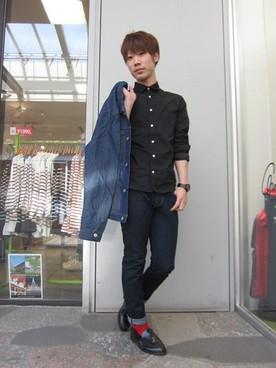 デニムシャツ×黒シャツ×デニム