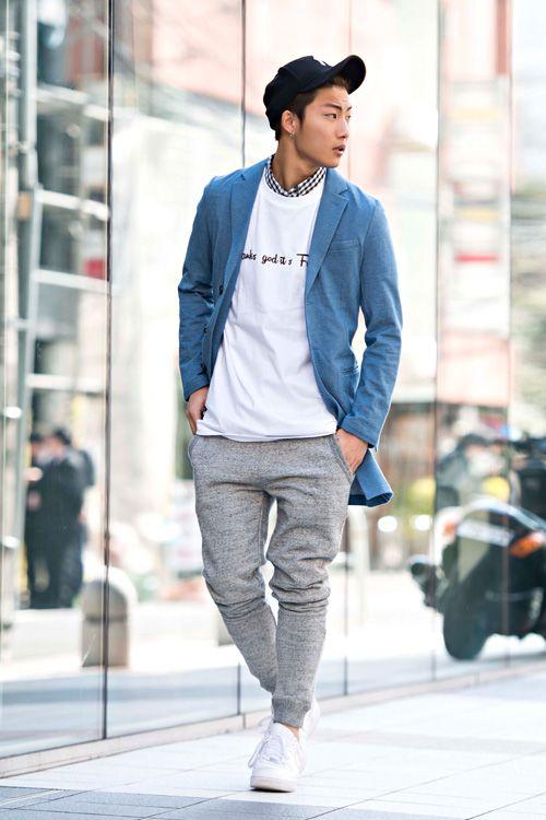 ネイビージャケット×白カットソー×チェックシャツ×スウェット