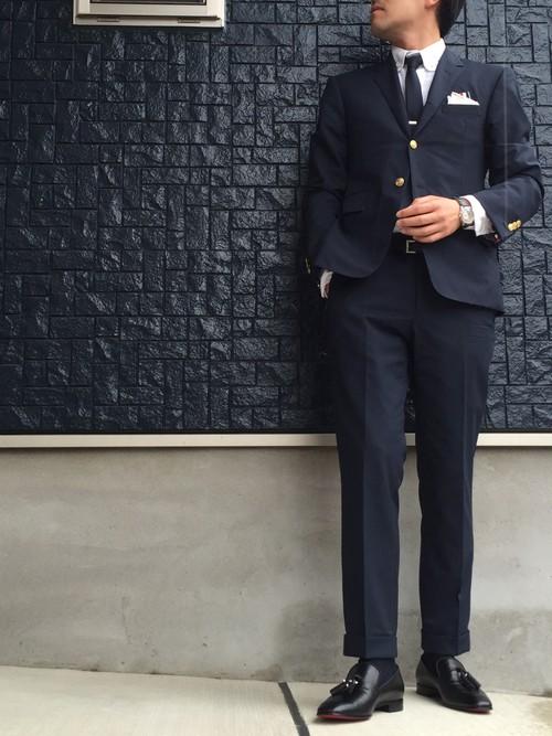 スーツ×レザーシューズ クリスチャンルブタン