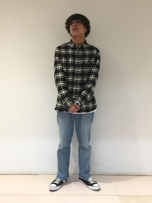 チェックシャツ×デニム