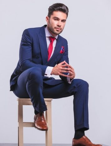 ネイビースーツ×赤ネクタイ