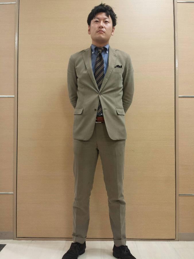 ブラウンスーツ×バイアスネクタイ