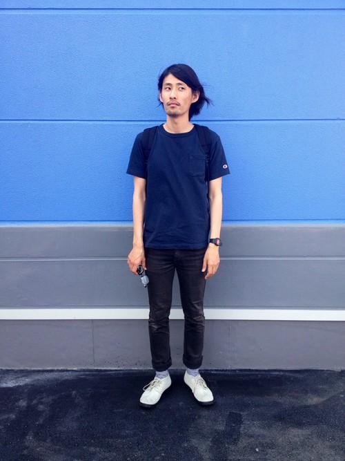デニムTシャツ×ブラックスキニー