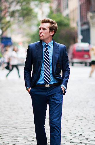 ネイビースーツ×ブルーシャツ