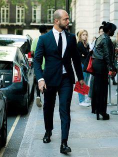 ネイビースーツ×黒ネクタイ
