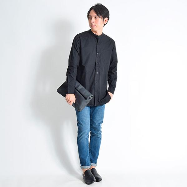 黒バンドカラーシャツ×デニム