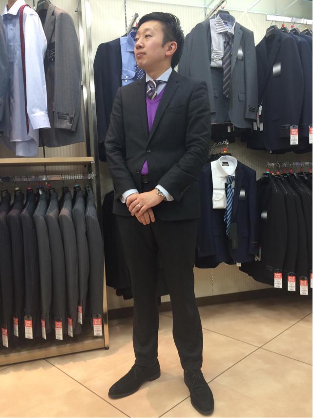ブラックスーツ×ストライプネクタイ