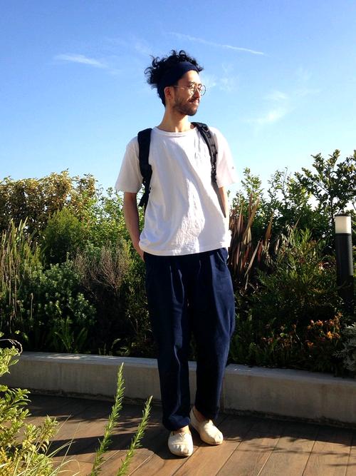 白スリッポン×リラックスカジュアル