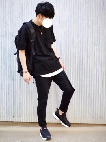 黒T×スキニーパンツ