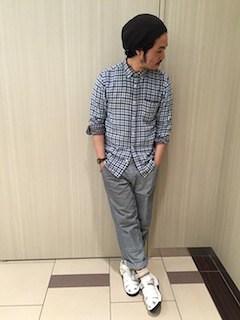 チェックシャツ×グレースラックス