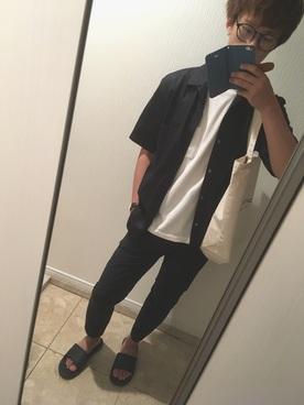 黒シャツ×白T×黒パンツ