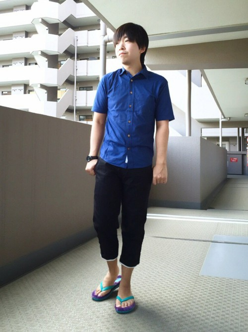 青シャツ×7分丈パンツ