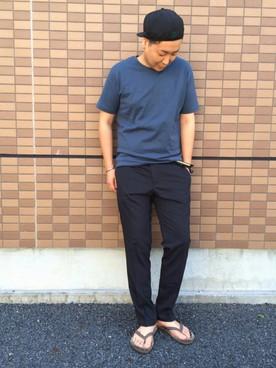 ネイビーT×黒パンツ