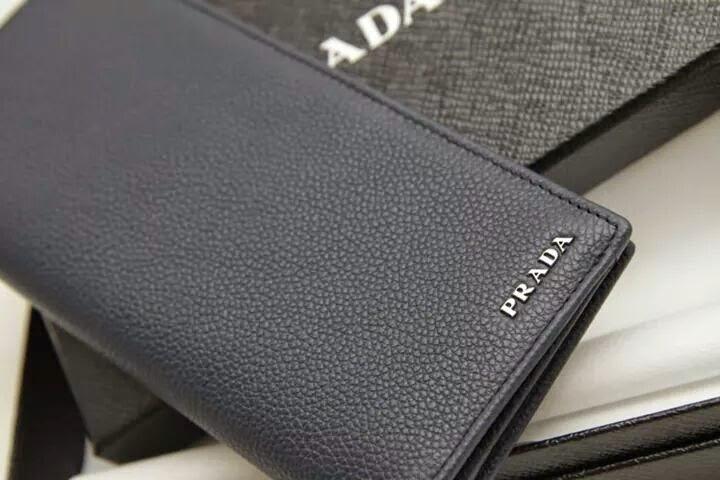 prada財布