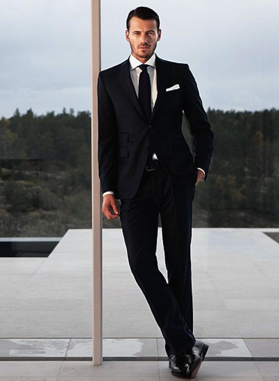 男らしさを演出!ブラックスーツのおすすめブランド10選