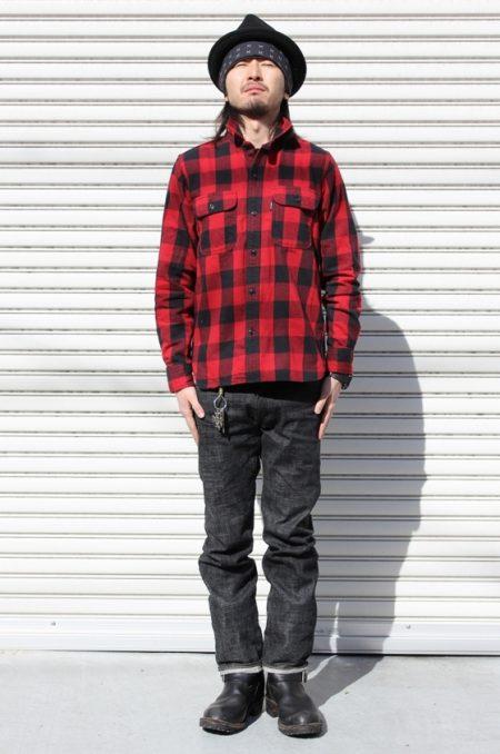 赤 シャツ コーデ