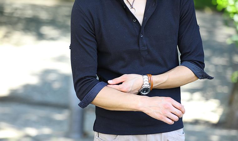黒ポロシャツ
