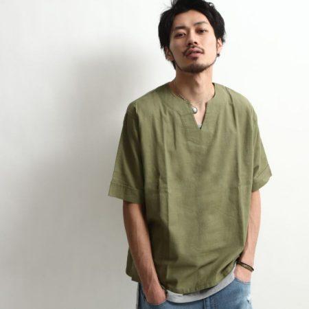 キーネックシャツ