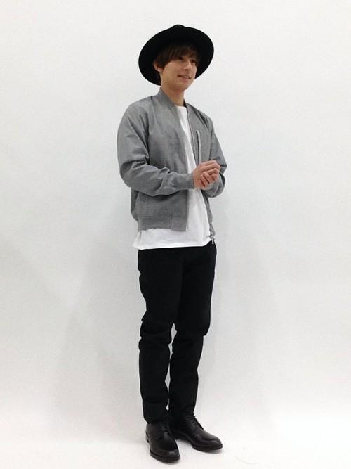 チェックMA-1×白T×黒パンツ