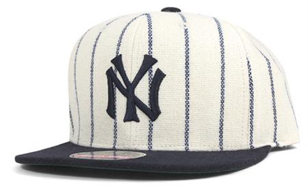 ニューヨークヤンキース スナップバックキャップ (ストライプ)