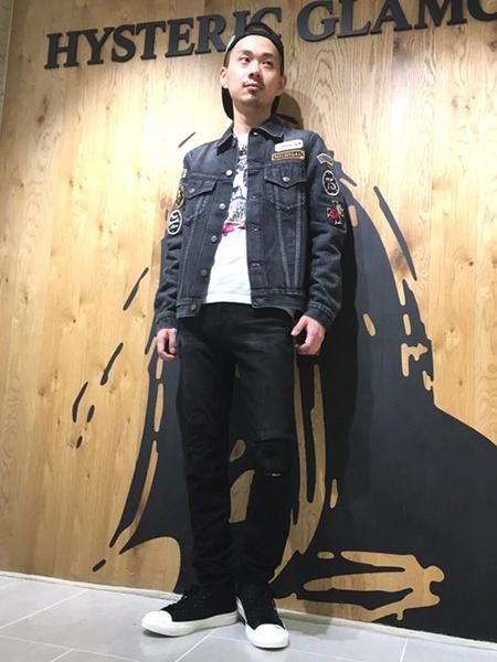 黒デニム コーデ