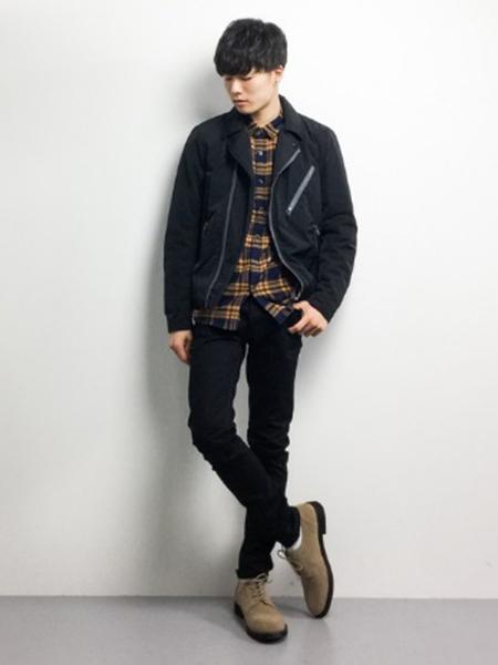 黒ダブルライダース×チェックシャツ×黒パンツ