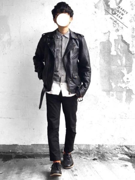 ライダース×バイカラーチェックシャツ×黒パンツ