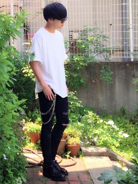 デニム×白Tシャツ×ウォレットチェーン