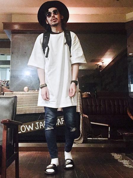 デニム×白Tシャツ×ハット