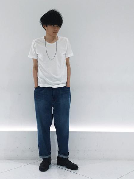 デニム×白Tシャツ×レザーシューズ