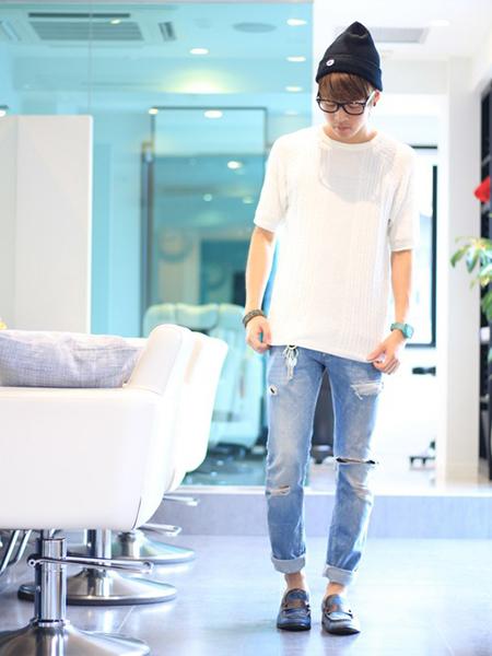 デニム×白Tシャツ×ローファー