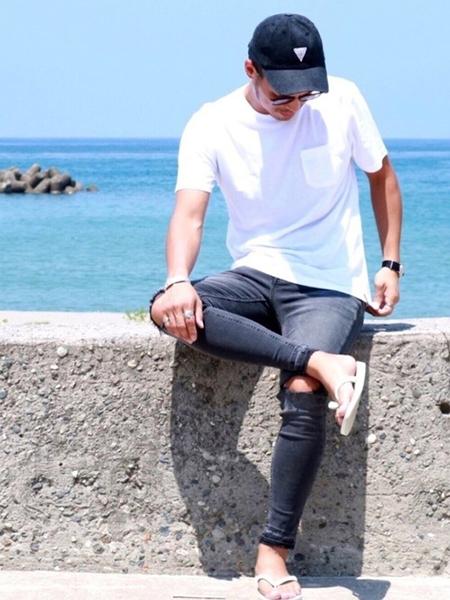 デニム×白Tシャツ×サンダル