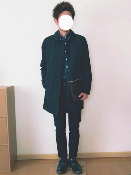 黒チェスターコート×青シャツ×黒パンツ